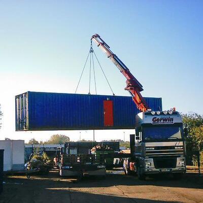 XXL Container am Ladekran